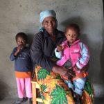 Christopher's moeder met kleinkinderen